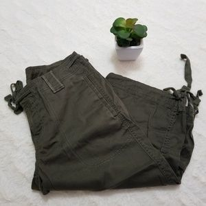 🌸 North Face Bermuda Dark Green Pants